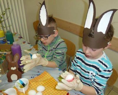 Foto zu Meldung: In der Osterhasenwerkstatt