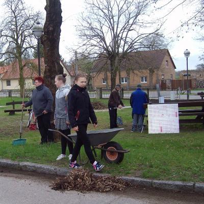 Foto zu Meldung: Frühjahrsputz in Rehfelde-Dorf