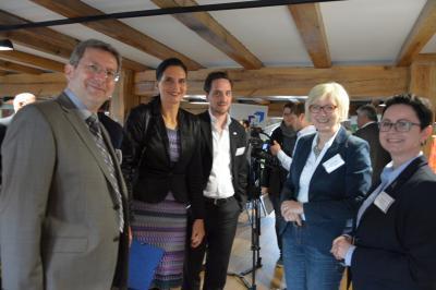 Bürgermeister Dr. Oliver Hermann (l.) mit Ines Jesse, Bundestagabgeordneter Dagmar Ziegler und Perlebergs Bürgermeisterin Annett Jura.