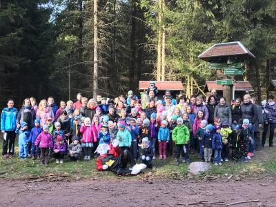 """Foto zur Meldung: Die """"Kleinen TSG Ruhla Handballwiesel"""" treffen den Osterhasen"""