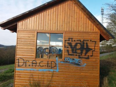 Foto zur Meldung: Schutzhütte Dodenau mit Graffitis besprüht! Belohnung ausgesetzt!