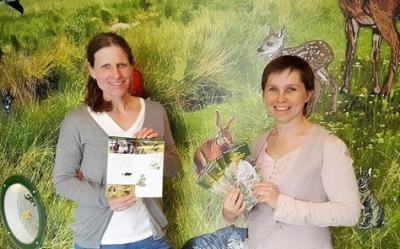 Frau Dr. Kerstin Wiesner (Leiterin Natura 2000- Station) und Claudia Wilhelm (Geschäftsführerin Wildtierland Hainich gGmbH) stellten den druckfrischen Veranstaltungskalender 2017/2018 vor