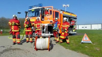 Vorschaubild zur Meldung: Neue Schutzbekleidung für die Feuerwehr
