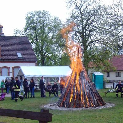Foto zu Meldung: Osterfeuer auf dem Rehfelder Dorfanger