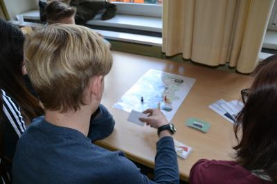 Neben einer Tour durch die Fachbereiche und Ämter stand beim Brandenburger Zukunftstag 2016 ein Wissensquiz zur Kreisverwaltung Oberspreewald-Lausitz auf dem Programm. Foto Landkreis