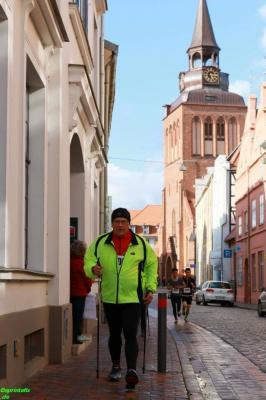 Foto zur Meldung: Osterlauf in Güstrow-auch für Nordic-Walker ein gutes Pflaster