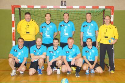 Foto zur Meldung: Die Männer der Ü40 des HSV Falkensee 04 beim Beelitzer Handballturnier 2017