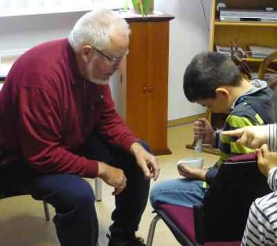 Foto zur Meldung: Hortkinder erlebten eine historische Märchenstunde in der Heimatstube