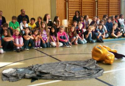 Foto zu Meldung: Kinderoper Papageno zu Gast in der GS Schillingen