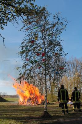 Foto zur Meldung: Maibaum und Feuer