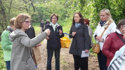 Bei der Wanderung an der Ohre, Sabine Priezel (links)