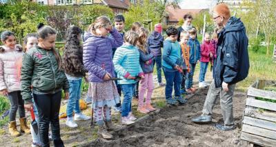 Foto zur Meldung: Kinder hoffen auf gute Kartoffelernte