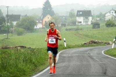 Foto zur Meldung: Dreifachtriumph bei Windhagener Halbmarathon