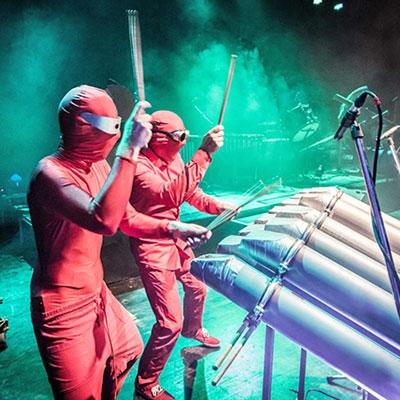 Foto zur Meldung: Red ATTACK - eine Drum-/Percussionshow  live im Genthiner Volkspark