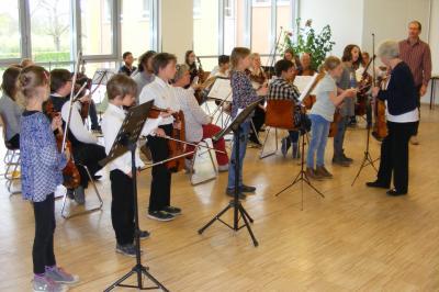 Foto zur Meldung: Streichertag führte Orchester zusammen
