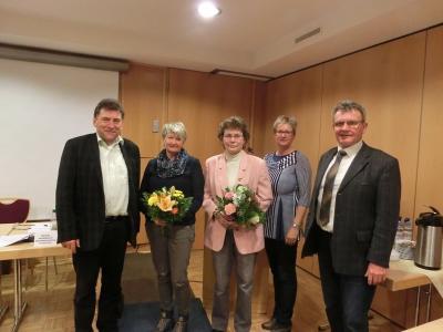Neue Schiedsfrau Frau Doris Schumann (Mitte) und Stellvertreterin Frau Silvia Jahnke (2.v.l.)