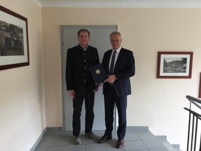 v.l. Bürgermeister Werner Blüml und MdB Alois Rainer