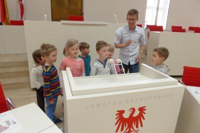 """Am 5. Mai waren die Vorschulkinder der Falkenseer Sportkita """"Falkennest"""" zu Besuch im Landtag Brandenburg in Potsdam (Bildautor privat)."""