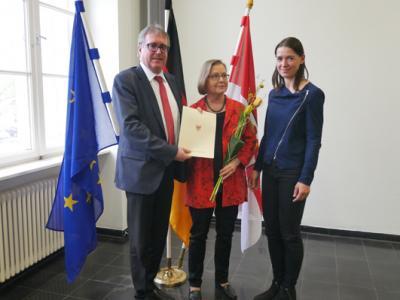 Foto zur Meldung: Hannah Kickel-Andrae aus Wandlitz mit Europaurkunde geehrt