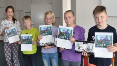 Vorschaubild zur Meldung: GROß GODEMS: Kleine Dorfschule sammelt Preise