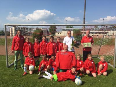 Foto zur Meldung: E-Junioren / Plauer Apotheken fördern Nachwuchsarbeit des Plauer FC