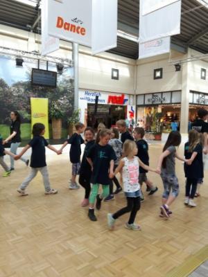 Foto zur Meldung: Tanzen im Kaufpark