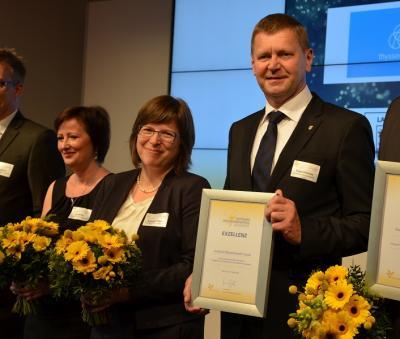 Foto zur Meldung: Landkreis OSL wird für exzellentes betriebliches Gesundheitsmanagement ausgezeichnet