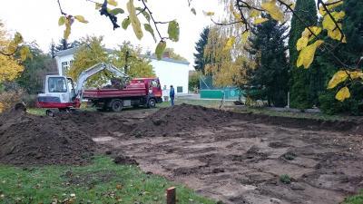 Foto zu Meldung: Bau eines Volleyballfeldes