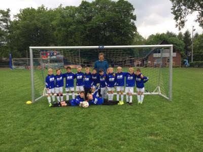 Foto zur Meldung: F2-Junioren - Neue Aufwärm-Pullis