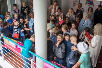 : Im Rahmen der Finissage der Kinderrechteausstellung präsentierten Kinder der Büchertalschule im Rathaus der Stadt Maintal ihre wichtigsten Kinderrechte.