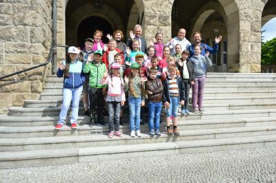 Ein Erinnerungsfoto vom Besuch im Rathaus. I Foto: Christiane Schomaker