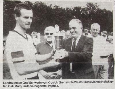Foto zur Meldung: Vor 30 Jahren: Die Pokalendspiele in Schmalensee – Kreisfußballverband zu Gast beim SVS