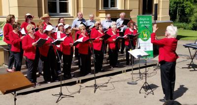 Foto zur Meldung: Rehfelder Sängerkreis beim Märkischen Chorfest