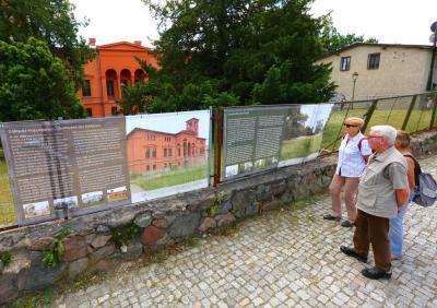 Bild der Meldung: Dahlwitzer Herrenhaus bekommt Info-Plakate