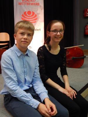 Foto zur Meldung: Cello-Duo hat Premiere erfolgreich gemeistert