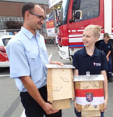 Foto zur Meldung: Jugendfeuerwehr Nauheim hilft Fledermäusen