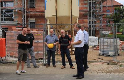 Foto zur Meldung: Besichtigung Baustelle KfW40+ Wohnhäuser