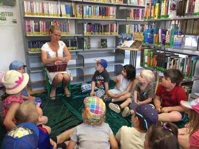 Foto zu Meldung: Kita In den Haberswiesen - Besuch in der Bücherei.