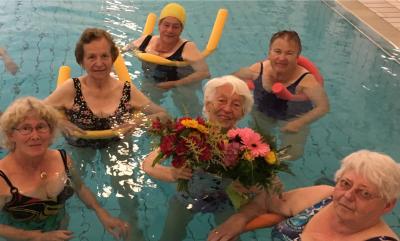 Foto zu Meldung: Irmy Schultz nach 67 Jahren Übungsleitertätigkeit für den TV Hude verabschiedet