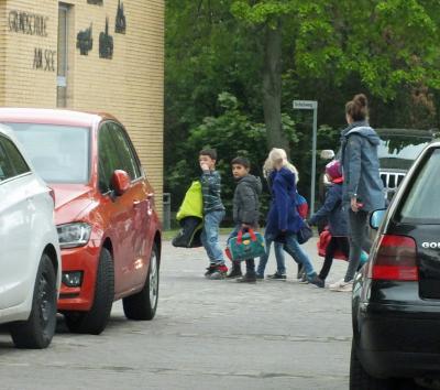 Foto zur Meldung: Schulbus zu Fuß in Bahrdorf