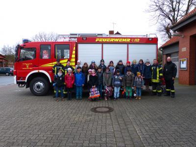 Foto zur Meldung: Grundschule am See - Besuch bei der Velpker Feuerwehr