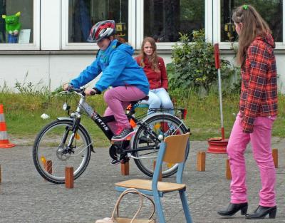 Foto zur Meldung: Annette Pinkernell organisiert ein ADAC-Fahrrad-Turnier in der Carl-Friedrich-Gauß-Schule in Velpke