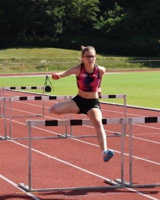 Foto zur Meldung: Lena Bastin knackt Norm für Deutsche Meisterschaften