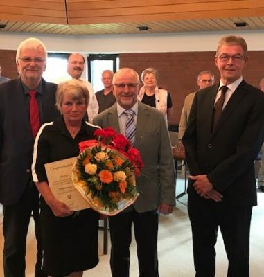 Foto zur Meldung: Elke Jäger zum Ehrenratsmitglied ernannt