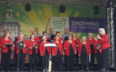Foto zur Meldung: Rehfelder Sängerkreis im sonnigen Finsterwalde