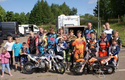 Foto zur Meldung: Mehrfacher und amtierender Deutscher Enduro-Meister Dennis Schröter trainiert MSC-Kids