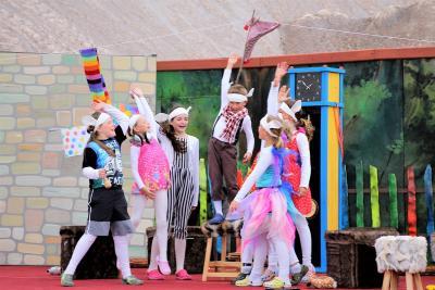 Foto zur Meldung: Sieben Geißlein begeistern das Publikum - Welturaufführung einer neuen Märchenkomödie zu den 18. Kalimandscharo-Festspielen