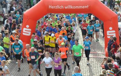 Vorschaubild zur Meldung: 7. Sparkassenlauf, 24. Stadtlauf Esenser Sparkassenlauf am 4. August – Bürgermeisterin Karin Emken neue Schirmherrin.