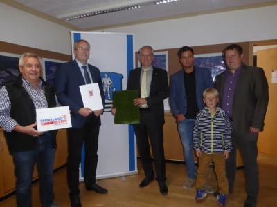 Vorschaubild zur Meldung: Stadt Wächtersbach - Land Hessen unterstützt Kunstrasensportfeld mit 50 T Euro