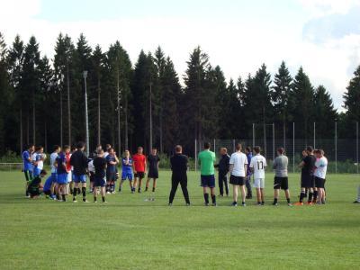 Die Trainer Jens Leininger und Philipp Winter bei der Begrüßung (zum Vergrößern die Bilder anklicken)